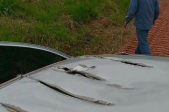 Hihetetlen, de autónak ütközött a repülő