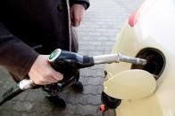 Újabb emelés jön, szerdától drágábban tankolhatunk 1