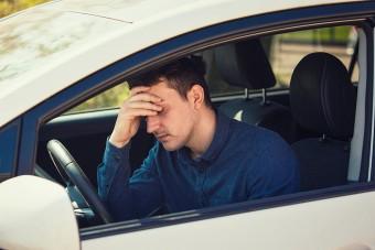 Ide vezet a túlzott karrierizmus: beteggé tette a törtető férfit a céges autó! (x)