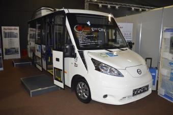 Napelemes kisbuszt építettek a Nissan furgonjából