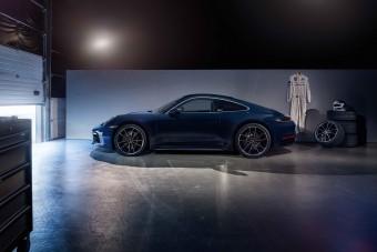 Elegáns 911-essel ünnepli Jacky Ickx szülinapját a Porsche
