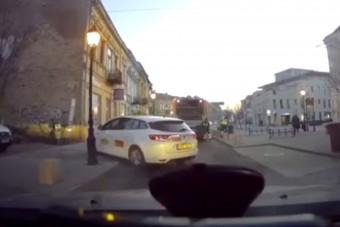 Ez a pécsi taxis lehet az év dolgozója, semmi nem akadályozhatja a munkában