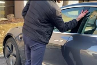Bőre alá ültette a kocsikulcsot egy férfi