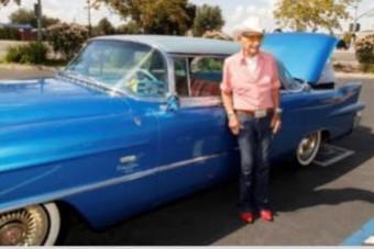 Színésznőtől kapta a Cadillacet a 106 éves bácsi
