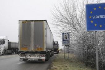 Akadozik a kamionok átjutása a szlovák-magyar határon