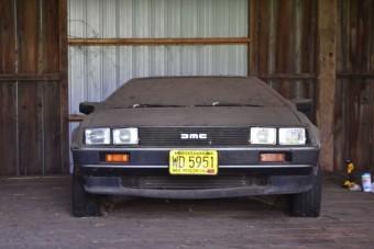 32 év után került elő a pajtában porosodó DeLorean