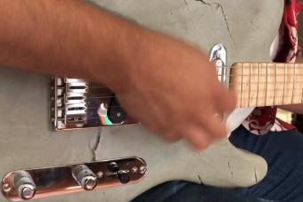 Itt a tökéletes gitár a betonkemény zúzáshoz