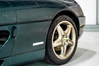 13 évre hagyták magára a ritka, zöld Ferrari F355-öst