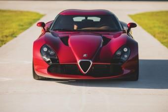 Csodaszép ritkaság a V10-es Alfa Romeo TZ3