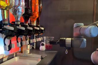 Japánban már robot csapos keveri neked a hosszúlépést