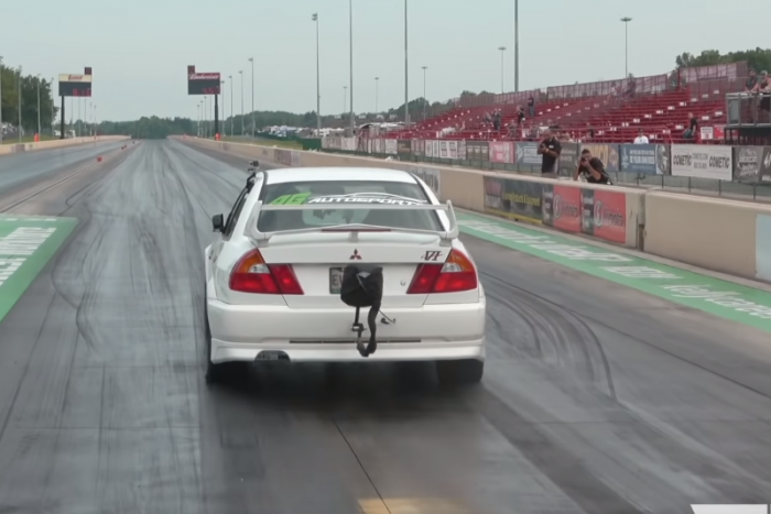 It's a pleasure to watch this 1400 hp Lancer EVO go a quarter mile