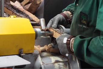 Így készülnek a parafa dugók