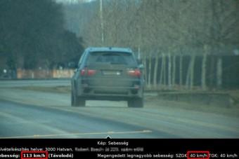 Negyvenes táblánál gurult 113 km/órával egy autós Hatvanban