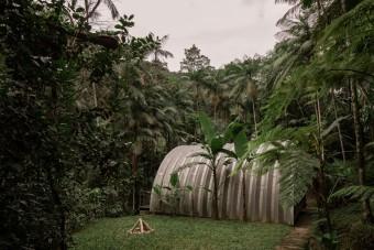 Privát vízesés is jár a luxus dzsungelkunyhó mellé