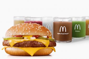 Romantikus vacsorákhoz végre itt a hamburger szagú gyertya