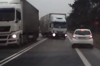 Egy ügyes sofőr így kerüli el a súlyos balesetet