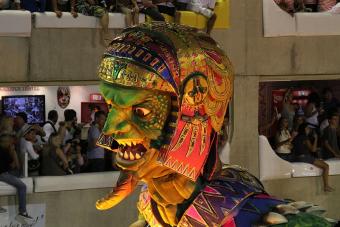 Robotokkal lép fel az egyik szambaiskola a riói karneválon