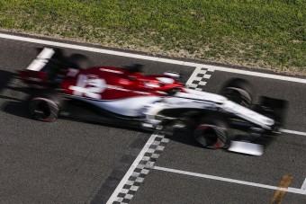 F1: Beindították Räikkönen új autóját