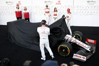 F1: Megérkezett a két utolsó autó