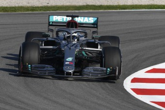 F1: Videón a Mercedes idei trükkje, padlón a riválisok