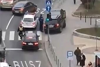 Buszsávokban razziáznak a rendőrök Budapesten