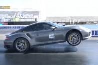 Brutálisan megy a 950 lovas Porsche 1