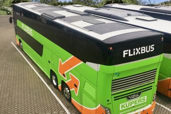 Napelemekkel tették zöldebbé ezt az emeletes buszt