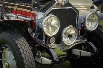 Mindent visz ez a százéves batmobil