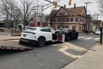 Tinik loptak el két Lamborghinit, aztán összetörték