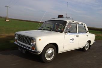Ez a magyar Lada-taxi leárnyékol minden Mercedest