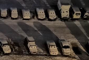 Több tucat autót varázsoltak boldoggá egy parkolóban