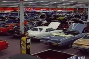 Megvett egy bevásárlóközpontot, hogy legyen hely az autógyűjeményének