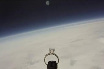 Egyenesen az űrből érkezett az eljegyzési gyűrű