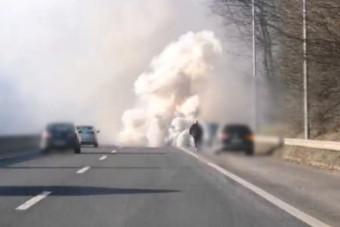 A dízelesek rémálma végzett egy autóval az M7-esen