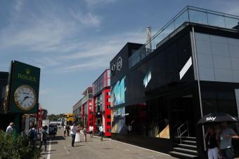 Az F1-főnök kidobná a luxuspalotákat