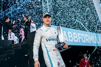 F1: Új pilótát igazolt a Mercedes