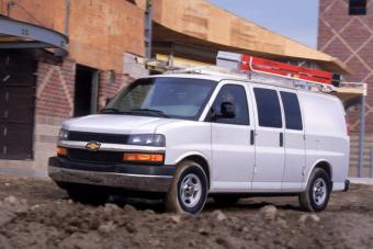 A régi jó dolgokból azért maradt valami: még mindig kapható V8-assal a Chevrolet Express