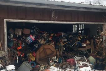 Hihetetlen, mi lapult meg a szeméttel teli garázsban