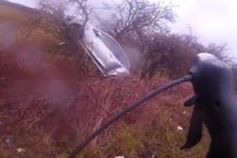 Kétsávos úton tekerő kerékpárost nem vett észre az autós, egy fa tetején kötött ki
