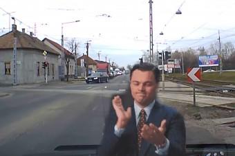 Ha szirénázó rendőr-Audi lett volna, akkor megértjük, de így durván szabálytalan