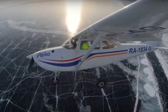 Ahogy ez a repülő landol a befagyott Bajkál-tavon, az mesés látvány