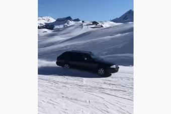 Őrület, mit műveltek egy Audival a kihalt sípályán