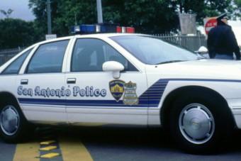 Szolgálatban lévő rendőr rongált meg autókat
