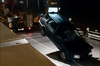 A Tiszába hajtott egy autó Szegeden, a segítségére érkező daru is balesetezett