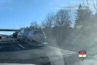Nettó pofátlanság, ahogy ez az autós fittyet hányt a sávlezárásra – videó 1