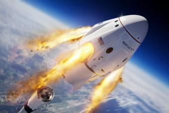 Hamarosan embereket küldhet az űrbe Elon Musk