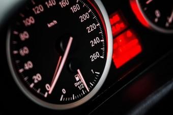 100 km/órára csökkentik márciustól az autópályatempót Hollandiában