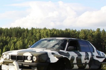 Minden akadályt legyűr az oroszok extrém BMW-je