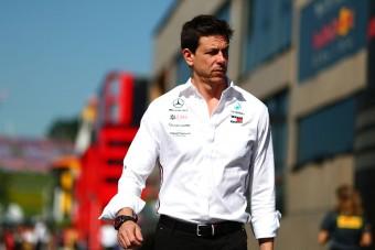 F1: Elcsábítják a Mercedes-főnököt?