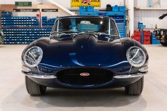 400 ló fiatalítja ezt a Jaguar E-Type-ot